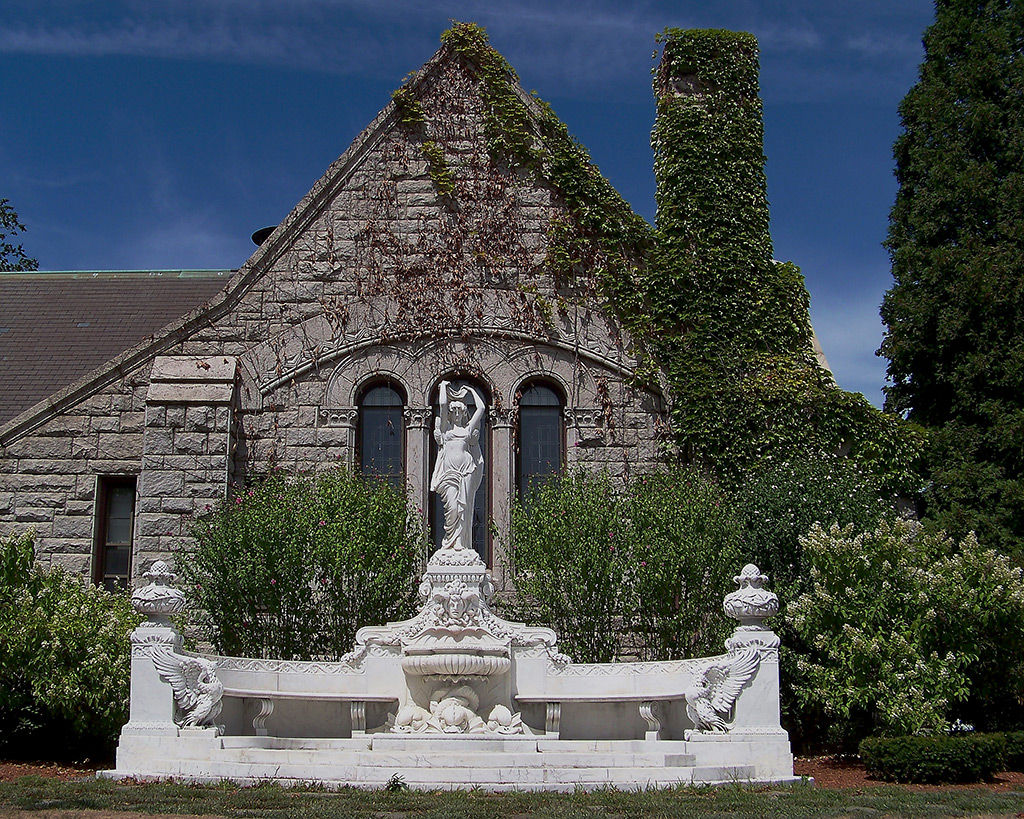 Bancroft-Memorial-Library-Statue-of-Hope-Waldo-Story_2015.07.14_Belben_s