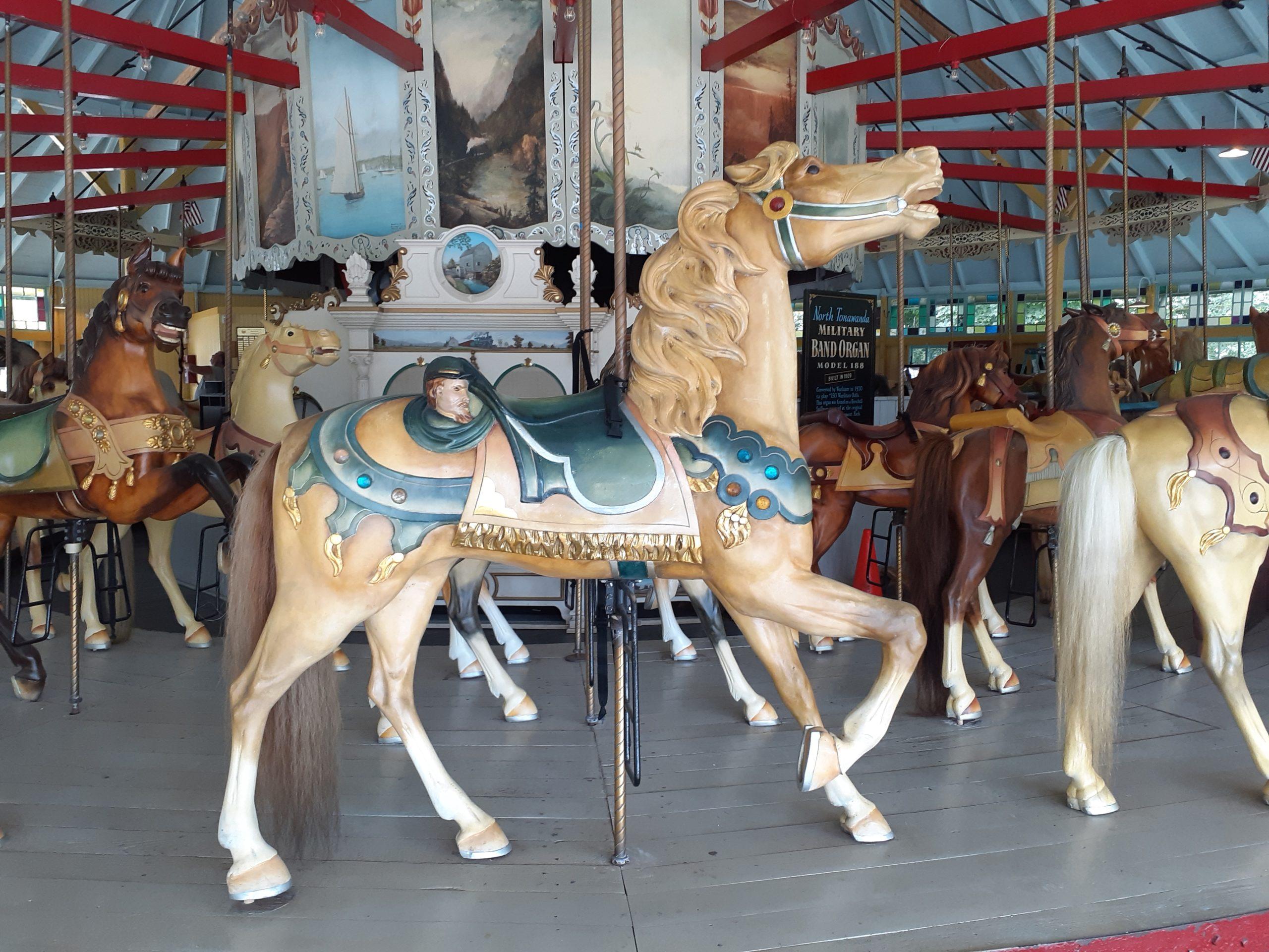 LOOFF_carousel horse